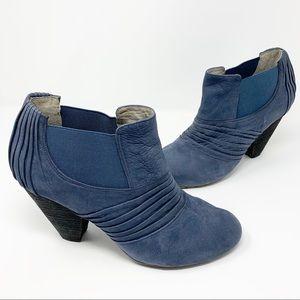 VINCE CAMUTO Bronco Suede Booties Blue Size 10
